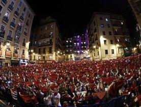 Miles de personas despidieron desde la Plaza del Ayuntamiento de Pamplona los Sanfermines del 2019.