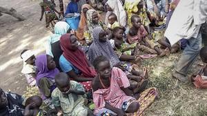 Mujeres y niños liberados en la operación del Ejército de Nigeria contra Boko Haram.