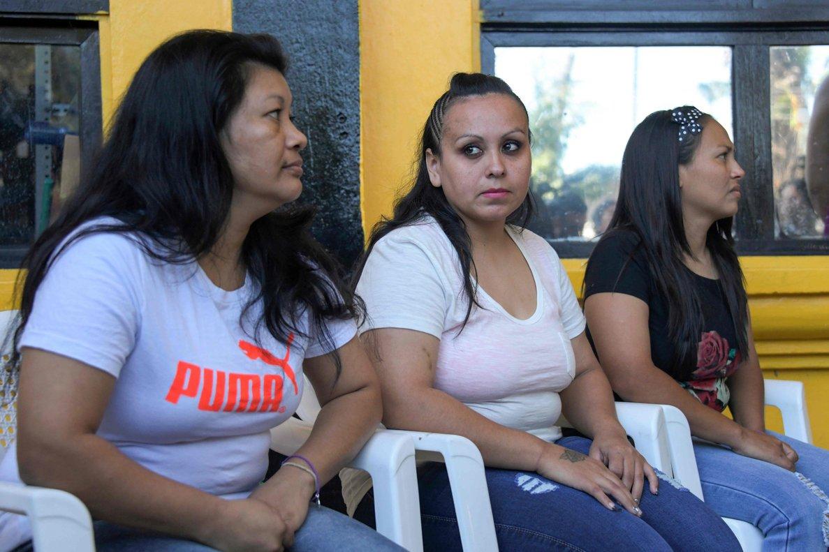 Tres mujeres liberadas de prisiónen El Salvador condenadas por abortar.