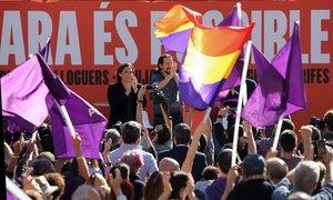 Ada Colau y Pablo Iglesias durante el acto Ara és possible:
