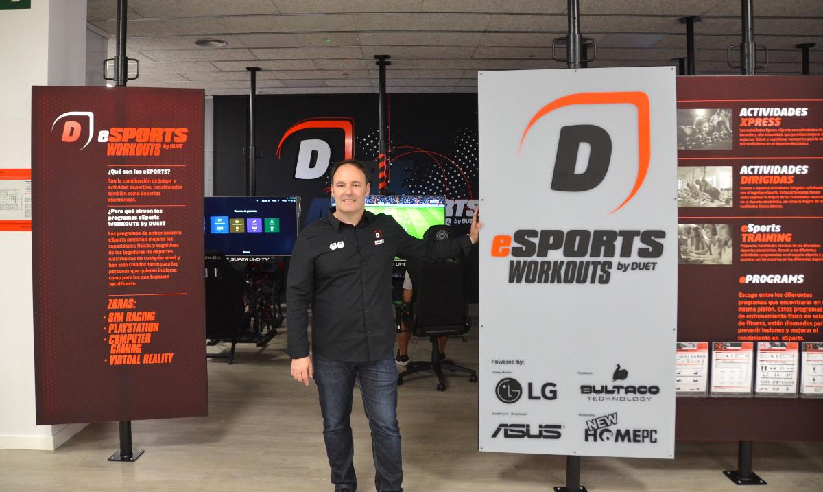 Anselmo Méndez, Director General del Grupo Duet, en el gimnasio que combina deporte tradicional y eSports.