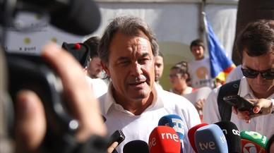 El 'expresident' Artur Mas atiende a los medios en la manifestación de Barcelona.