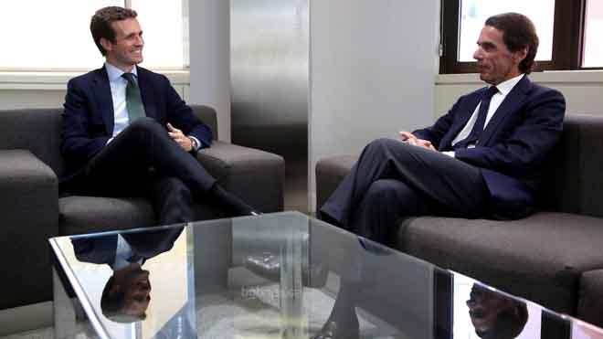 Casado es reuneix amb Aznar a la seu del PP