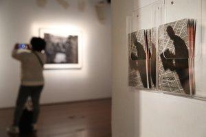 Entrada ala exposición 'Autogeo', de Matei Glass.