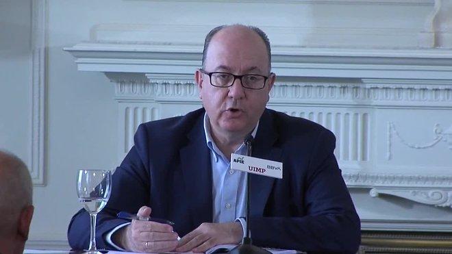 El presidente de la patronal de la banca española, AEB, José María Roldán, ha asegurado este jueves que no ve un recalentamiento del sector inmobiliario en España, a diferencia de lo que ocurre en otros países europeos.