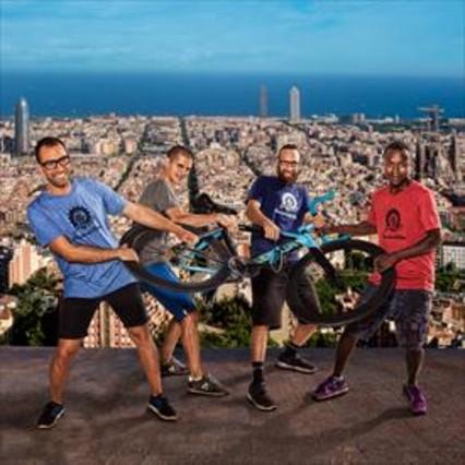 El equipo de Barceloneta Bikes que protagoniza la serie 'Be Bikes'.
