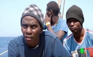 A bordo del Astral, un migrante cree que llegar a Europa es triunfar.