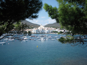 Cadaqués es uno de los pueblos con más encanto del litoral catalán y, a su vez, visita obligada para los turistas.