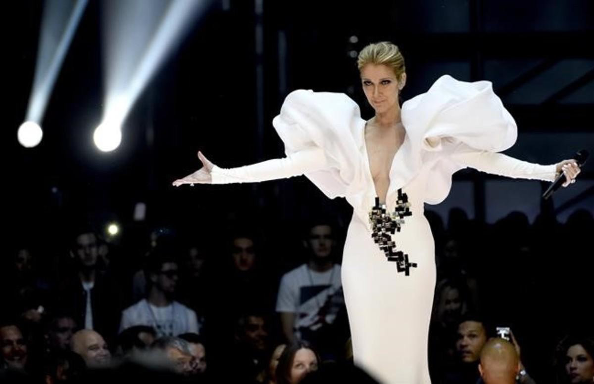 Céline Dion cantóla célebre canción de Titanic20años después del estreno del filme en la gala de los Billboard.