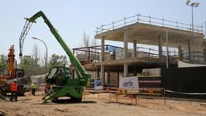 Obras de construcción de la nueva escuela infantil Encants, en el Eixample, este viernes.