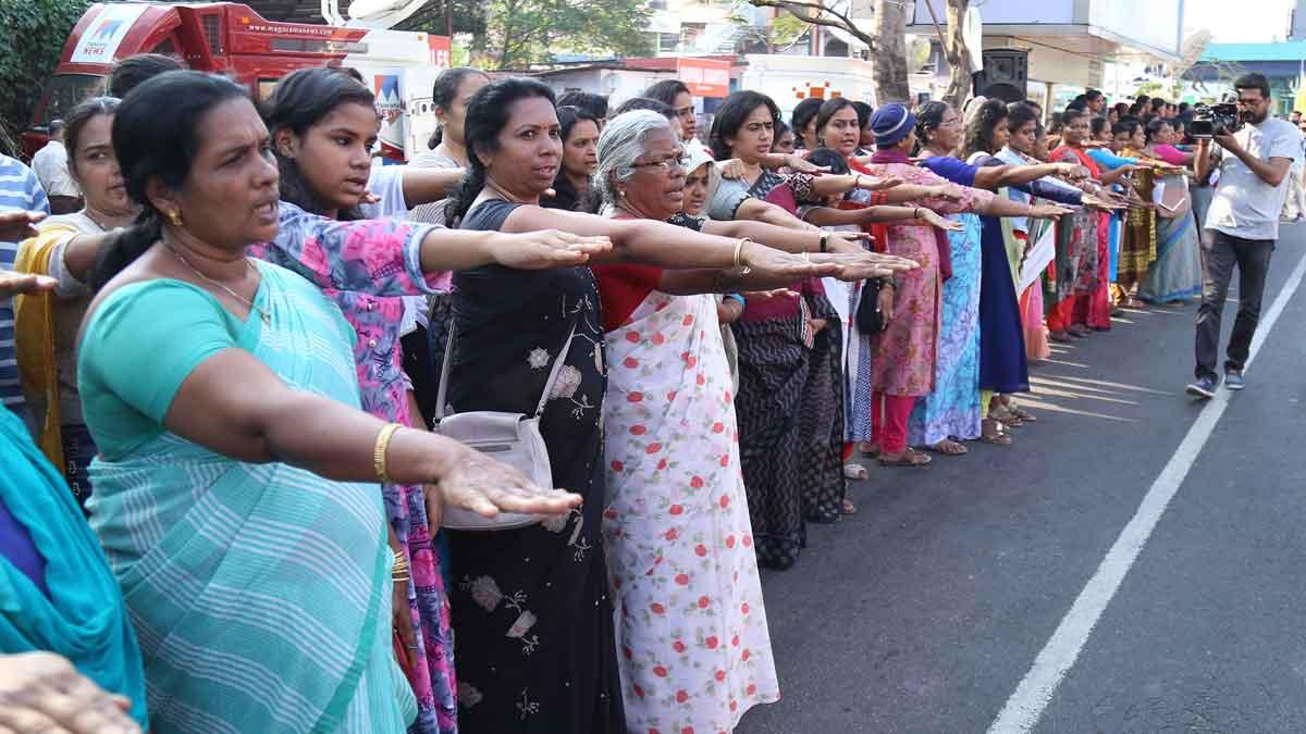 Cuatro millones de mujeres forman un muro humano por la igualdad en la India.
