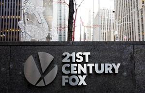 JLX01. NUEVA YORK (ESTADOS UNIDOS), 13/12/2017.- Fotografía de archivo del 9 de diciembre de 2016 que muestra el rótulo de 21st Century Fox en sus oficinas de Nueva York (Estados Unidos). El grupo Walt Disney y el consorcio 21st Century Fox está en la recta final del acuerdo de compraventa que están negociando y podrían anunciar los detalles este jueves, informó hoy, 13 de diciembre de 2017, la cadena financiera CNBC. EFE/ Justin Lane