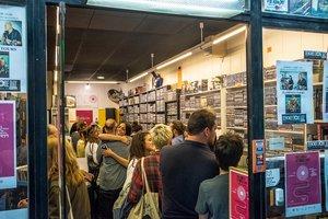 Aspecto de la tienda Surco durante un Record Store Day.
