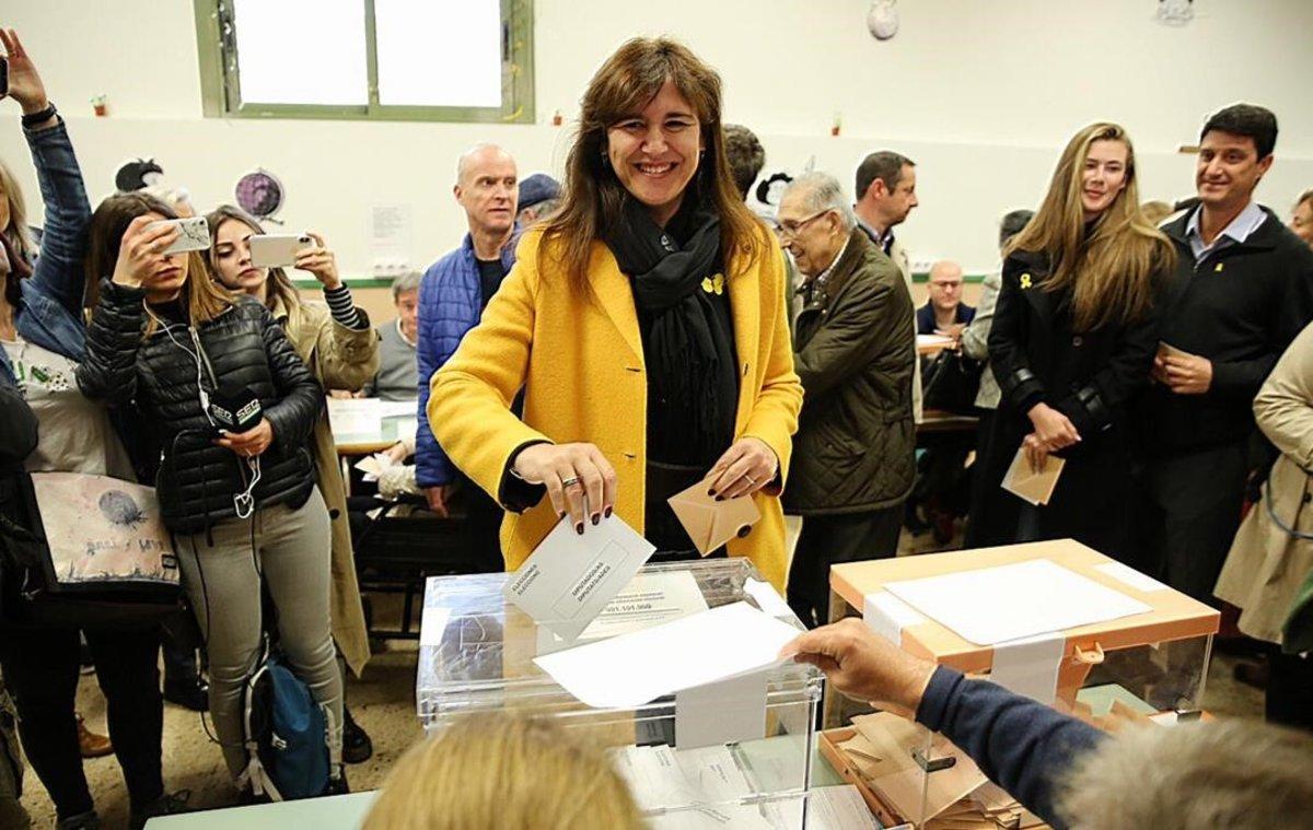 Laura Borràs vota en los Salesians de Sarrià.