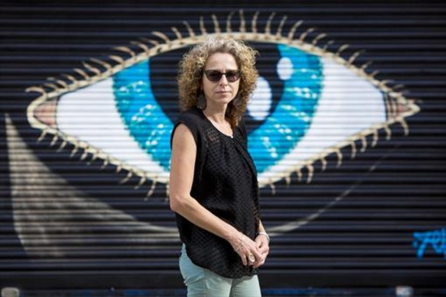 Ester Quintana, ayer, en la Rambla de Prim de Barcelona.