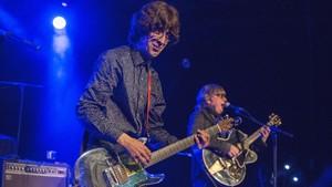 Cyril Jordan y Chris Wilsondurante la actuación deFlamin Grooviesen el Festival Altaveu.