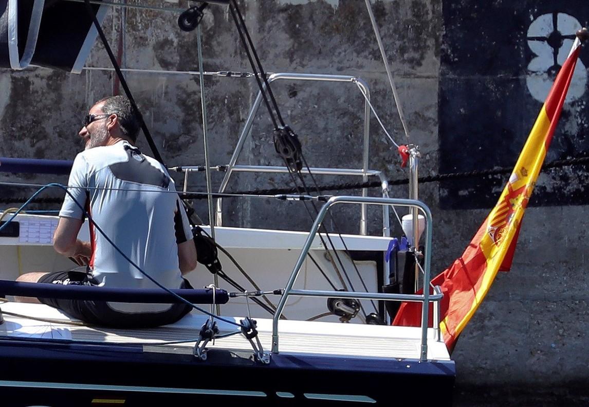 Felipe VI, a bordo del Aifos 500, con el que participará en la Copa del Rey de Vela.