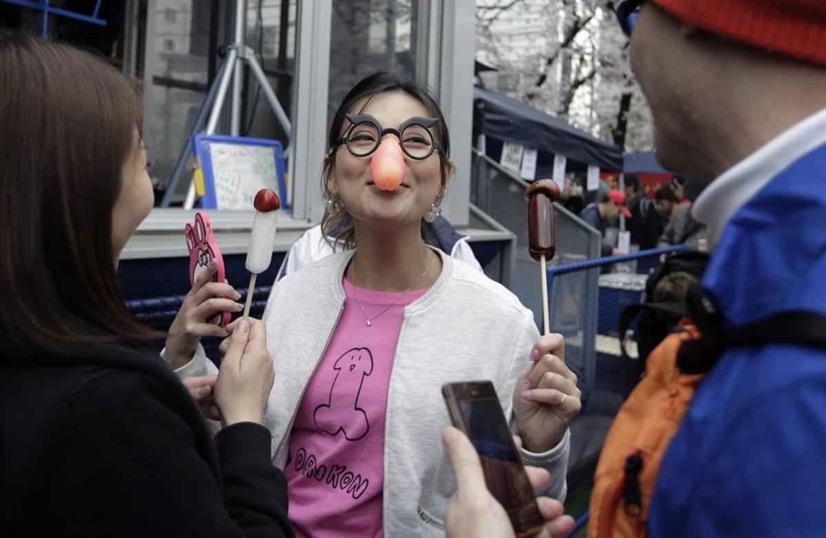 Una participante en el festival de la fertilidad.