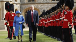 Guardia de honor para Isable II y Donald Trump en el castillo de Windsor.