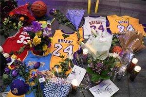 Homenaje a Kobe Bryant en las inmediaciones del Staples Center, casa de los Lakers.