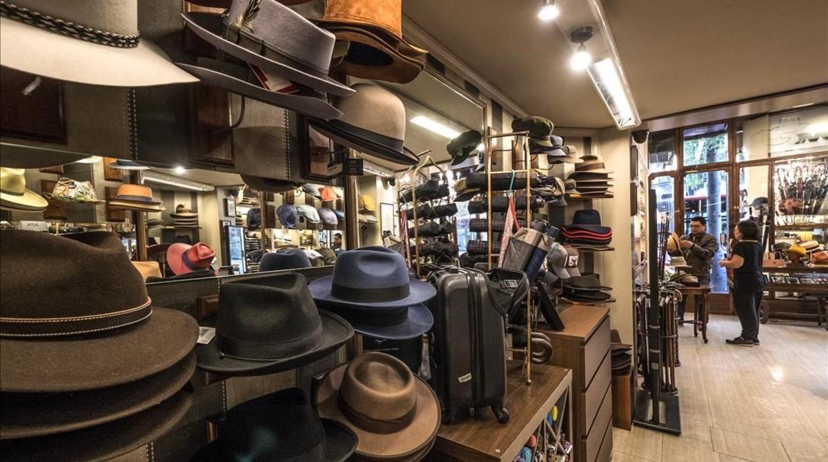 Los antiguos mostradores de la sombrería Mil. 939da349187