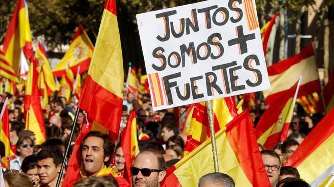 Una pancarta con el lema Juntos somos más fuertes