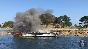 Incendio de un catamarán en O Grove (Pontevedra).