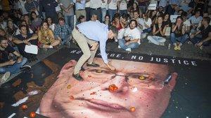 Acto de protesta en Valeta, Malta,contra el comisario de policía Lawrence Cutajar y en honor a la periodista de investigación asesinadaDaphne Caruana Galizia en octubre del 2017.