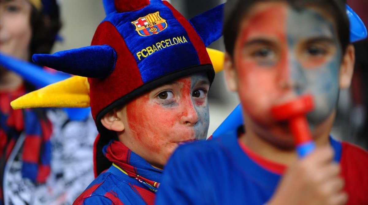 Jóvenes seguidores del Barça.
