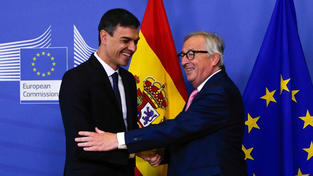 Juncker recibe a Sánchez en Bruselas: Este es el nuevo chico.