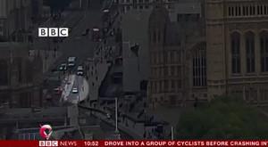 Imagen del vídeo en el que aparece el coche que ha atacado el Parlamento británico.