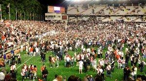 Los aficionados del Rayo Vallecano celebran el ascenso a Primera el pasado mes de mayo.