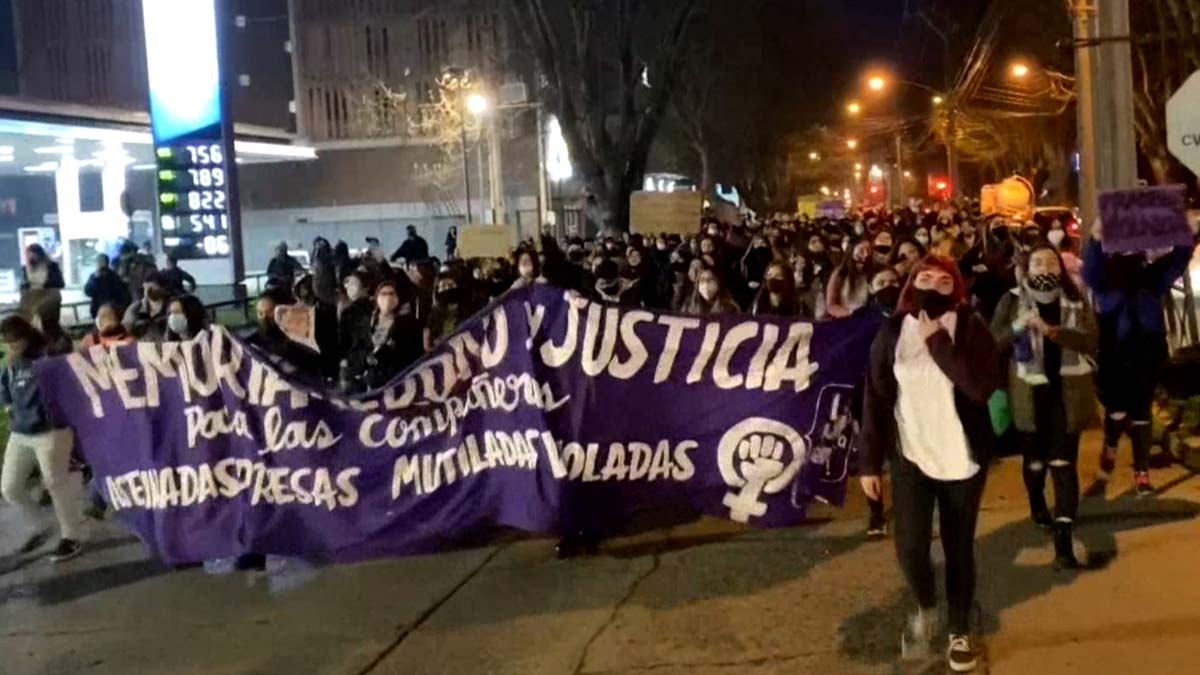 Manifestación en protesta por el caso de la violación de Antonia Barra en Chile.