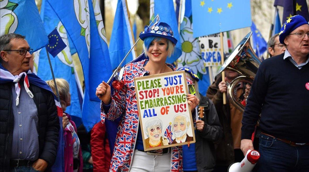 Manifestantes contrarios al 'brexit' se manifiestan en Londres.