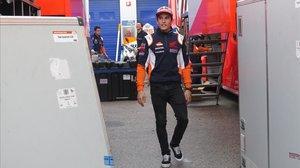 Marc Márquez abandonael circuito de Jerez rumbo aBarcelona para ser operado delhombro derecho.