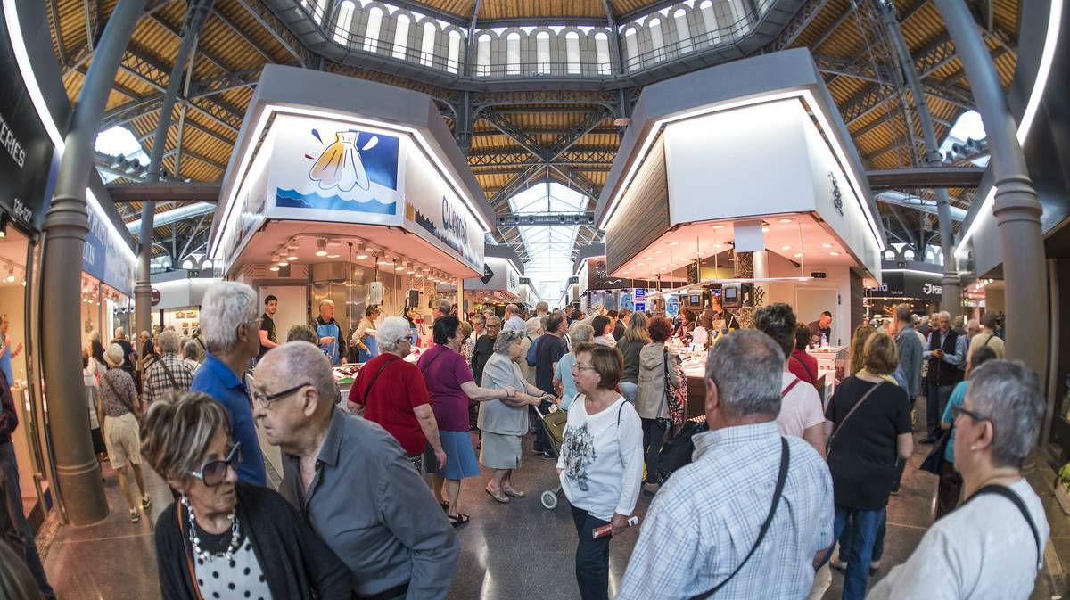 El mercado de Sant Antoni reabre sus puertas tras casi una década de obras de remodelación.