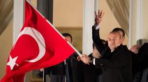 El ministro Çavusoglu, durante el acto en la residencia del cónsul turco en Hamburgo, el 7 de marzo del 2017.
