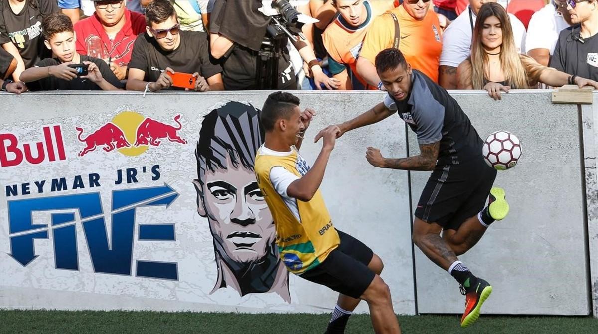 Neymar, en un partido benéfico del Instituto Neymar JR en Praia Grande (Sao Paulo).