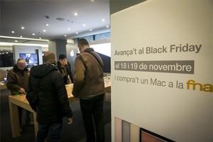 Ofertas previas al black friday en la Fnac de Barcelona.