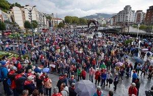 Imagen de archivo de una concentración delMovimiento de Pensionistas de Bizkaia, frente al Ayuntamiento de Bilbao.