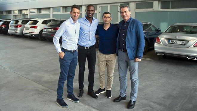 Planes, Abidal, Valverde y Pep Segura, en la ciudad deportiva del Barça en Sant Joan Despí.