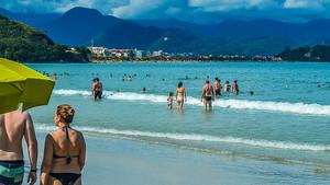 Playa brasileña de Ubatuba, donde los bañistas han conseguido hallar a los padres de un niño perdido.
