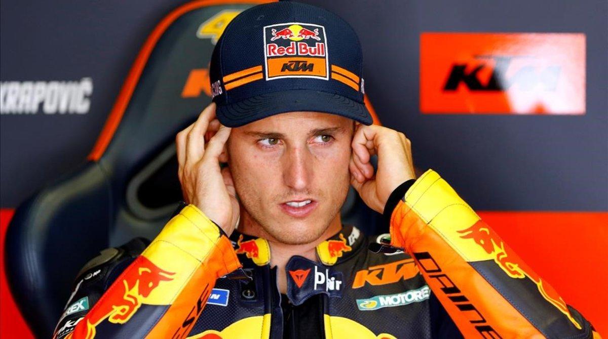 Pol Espargaró (KTM), en su taller, en el circuito de Jerez.