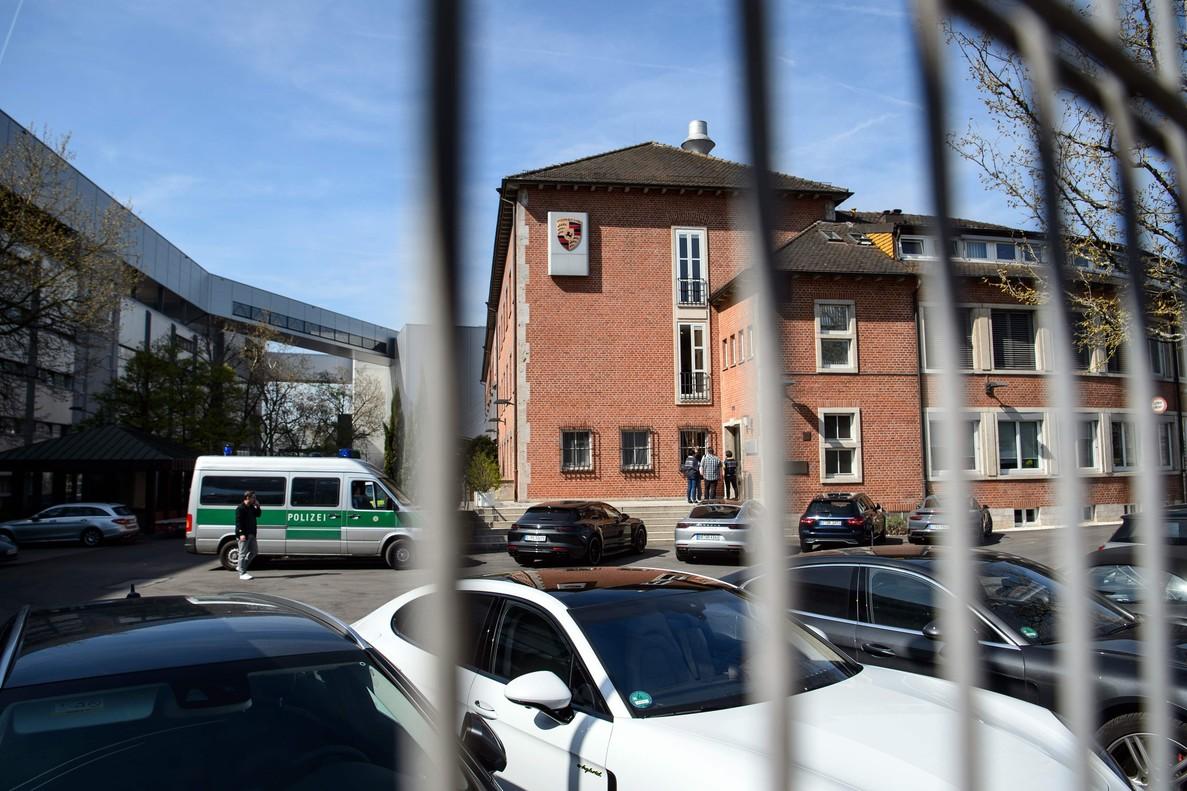 Imagen de uno de los regristos que realizó la policia alemana en diez sedes de Porsche en el marco del caso diselgate.