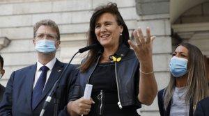 La portavoz de Junts per Catalunya en el Congreso de los Diputados, Laura Borràs, durante su comparecencia en el patio de la Cámara baja, el jueves 25 de junio.