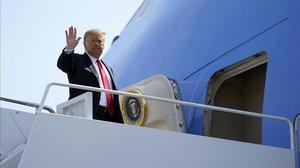 El presidente Donald Trump antes de volar a Arizona.