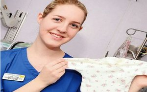 Enfermera británica acusada de asesinato de bebés.