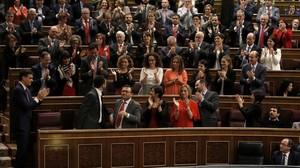 Los diputados socialistas aplauden en la fallida sesión de investidura de Pedro Sánchez, en marzo del 2016.