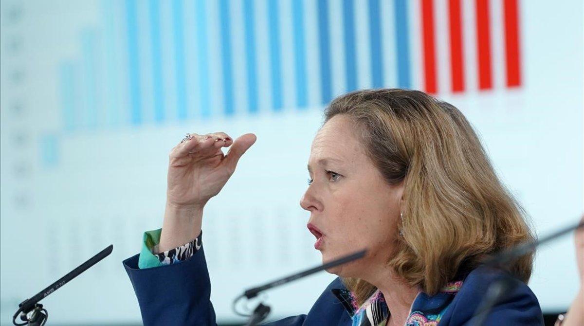 La ministra de Economía, Nadia Calviño, en una rueda de prensa tras una reunión del Consejo de Ministros, en marzo.