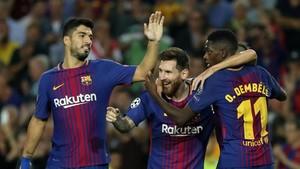 Messi, entre Suárez y Dembélé.